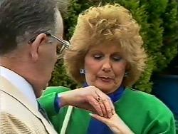 Harold Bishop, Madge Mitchell in Neighbours Episode 0505