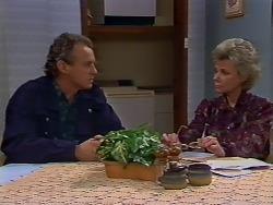 Jim Robinson, Helen Daniels in Neighbours Episode 0511