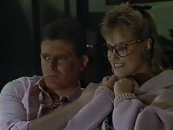 Des Clarke, Daphne Clarke in Neighbours Episode 0512