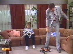 Daphne Clarke, Des Clarke in Neighbours Episode 0531
