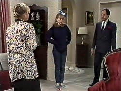 Amanda Harris, Jane Harris, Graham in Neighbours Episode 0561
