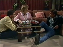 Des Clarke, Daphne Clarke, Mike Young in Neighbours Episode 0562