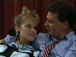 Daphne Clarke, Des Clarke in Neighbours Episode 0565