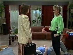Beverly Marshall, Des Clarke, Daphne Clarke in Neighbours Episode 0565