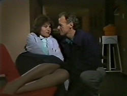 Beverly Marshall, Jim Robinson in Neighbours Episode 0568