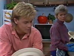 Scott Robinson, Helen Daniels in Neighbours Episode 0568
