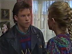 Mike Young, Amanda Harris in Neighbours Episode 0569