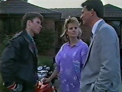 Mike Young, Daphne Clarke, Des Clarke in Neighbours Episode 0569