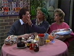 Des Clarke, Henry Ramsay, Daphne Clarke in Neighbours Episode 0570