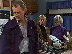 Jim Robinson, Jane Harris, Helen Daniels in Neighbours Episode 0571