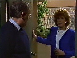 Harold Bishop, Madge Bishop in Neighbours Episode 0571