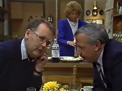 Harold Bishop, Madge Bishop, Rob Lewis in Neighbours Episode 0571