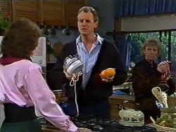 Beverly Marshall, Jim Robinson, Helen Daniels in Neighbours Episode 0571