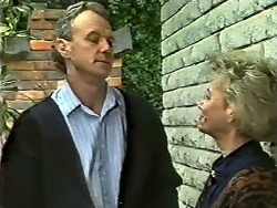 Jim Robinson, Helen Daniels in Neighbours Episode 0572