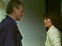 Jim Robinson, Beverly Marshall in Neighbours Episode 0575