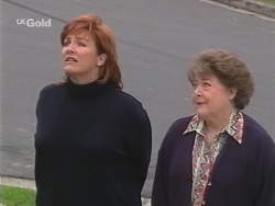 Cheryl Stark, Marlene Kratz in Neighbours Episode 2674
