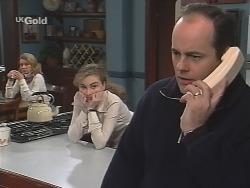 Helen Daniels, Debbie Martin, Philip Martin in Neighbours Episode 2678