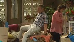 Dahl, Karl Kennedy, Lyn Scully in Neighbours Episode 6136