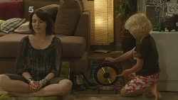 Libby Kennedy, Charlie Hoyland in Neighbours Episode 6136