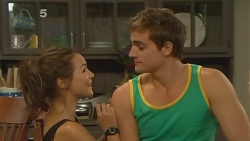 Jade Mitchell, Kyle Canning in Neighbours Episode 6137