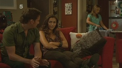 Lucas Fitzgerald, Jade Mitchell, Sonya Mitchell in Neighbours Episode 6139
