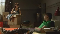Summer Hoyland, Chris Pappas in Neighbours Episode 6141