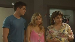 Chris Pappas, Natasha Williams, Lyn Scully in Neighbours Episode 6142