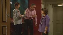 Susan Kennedy, Karl Kennedy, Lyn Scully in Neighbours Episode 6150