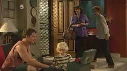 Kyle Canning, Charlie Hoyland, Lyn Scully, Susan Kennedy in Neighbours Episode 6150