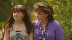 Summer Hoyland, Lyn Scully in Neighbours Episode 6151