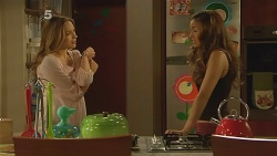 Sonya Mitchell, Jade Mitchell in Neighbours Episode 6158