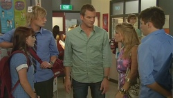 Summer Hoyland, Andrew Robinson, Michael Williams, Natasha Williams, Chris Pappas in Neighbours Episode 6159