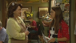 Lyn Scully, Sophie Ramsay in Neighbours Episode 6159