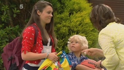 Sophie Ramsay, Charlie Hoyland, Lyn Scully in Neighbours Episode 6159