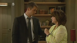 Mark Brennan, Lyn Scully in Neighbours Episode 6160