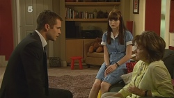 Mark Brennan, Summer Hoyland, Lyn Scully in Neighbours Episode 6160