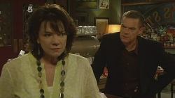 Lyn Scully, Paul Robinson in Neighbours Episode 6160