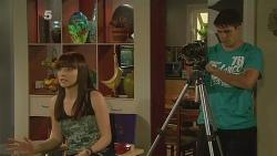 Summer Hoyland, Chris Pappas in Neighbours Episode 6161