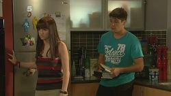 Summer Hoyland, Chris Pappas in Neighbours Episode 6162