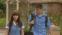 Summer Hoyland, Chris Pappas in Neighbours Episode 6163