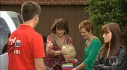 Chris Pappas, Lyn Scully, Charlie Hoyland, Susan Kennedy, Summer Hoyland in Neighbours Episode 6168