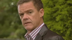Paul Robinson in Neighbours Episode 6176