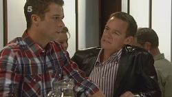 Mark Brennan, Paul Robinson in Neighbours Episode 6176