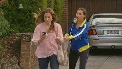 Sonya Mitchell, Jade Mitchell in Neighbours Episode 6177