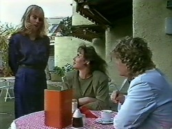 Jane Harris, BB Larkin, Henry Ramsay in Neighbours Episode 0582