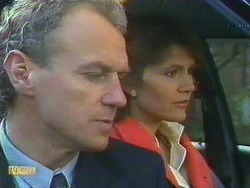 Jim Robinson, Beverly Marshall in Neighbours Episode 0585