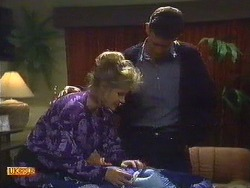 Daphne Clarke, Des Clarke in Neighbours Episode 0587