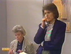 Helen Daniels, Beverly Marshall in Neighbours Episode 0605