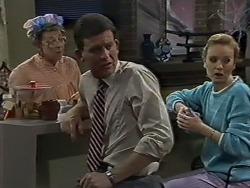 Eileen Clarke, Des Clarke, Sally Wells in Neighbours Episode 0611