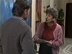 Mike Young, Nell Mangel in Neighbours Episode 0613